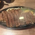 1ポンドのステーキハンバーグ タケル 西中島店 - プレミアム チャックアイステーキ 1ポンド:約453g (3110円)