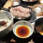 豚ステーキ十一 - 先ずは妻の頼んだ豚ステーキ定食1000円。  この店を有名にした定番の一品です。