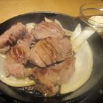 豚ステーキ十一 -  歯ごたえのある上タンがジュージューと鉄板上で音を立ててて食欲がそそられました。