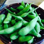 やきとりの扇屋 - お通しの枝豆はおかわり自由です