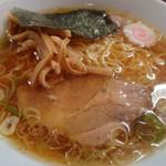 麺道楽紋次郎 - 料理写真:紋次郎創業以来の中華そば醤油です!細縮れ麺鶏ガラスープの組合せ!