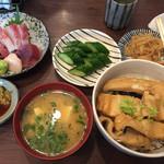 67934648 - 穴子丼、刺身並盛、胡瓜漬物