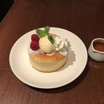 MAGIC TOKYO O - バニラアイスの上からメイプルシロップをかけて召し上がり下さい。