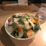 wainshokudouhooba-ru - 山盛りサラダ。 美味し。