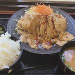 谷川岳パーキングエリア(上り線) スナックコーナー - 豚ロースしょうが焼き定食 780円