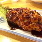 かぶら屋 - 特製つくね@150円   美味しいですが胸肉なのでチョイしっとり感に欠けるかなぁ!