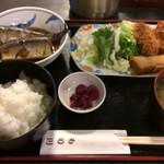 食堂もり川 - 日替り定食「さんま生姜煮とチキンカツ&春巻」。 ご飯は小、漬物、味噌汁付きで800円! 生姜煮は骨まで食せる一品、美味しいです。