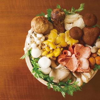季節の厳選食材を使用した、こだわりの鍋を♪