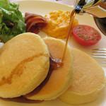 ビーンズカフェ - パンケーキは3枚。 見るからに、ほわほわしゅわしゅわしとります。