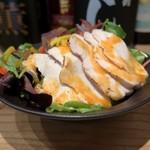 サケトサカナ - 蒸し鶏の彩りサラダ