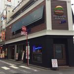 フレッシュネスバーガー&BAR 横浜西口店 - 外観  モアーズ側から。