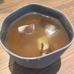 アーティチョーク チョコレート - カカオ豆の冷たいお茶。