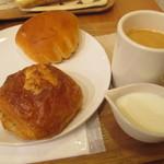 ラ・ブランジュリ・キィニョン - クリームパン、クロワッサンショコラ、ブレンドコーヒー