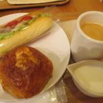 ラ・ブランジュリ・キィニョン - チキンサンドイッチ、クロワッサンショコラブレンドコーヒー