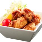鶏笑 - 料理写真:中津からあげ/モモとムネの2種類から---100g3個 250円~より