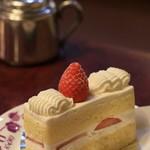 横浜かをり - カフェでいただいたケーキ 珈琲はかなり微妙でした