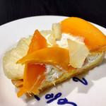 カフェ・コムサ - 沖縄石垣島産「ピーチパイン」とマンゴーのケーキ