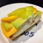 カフェ・コムサ - メロンとマンゴーのタルト