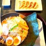 蔵王 - 料理写真:もやもり880円餃子320円