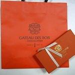 ガトー・ド・ボワ - 商品のお持ち帰り袋と商品です。