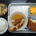 67974735 - 白御飯、味噌汁、かんとだき(ちくわ、厚揚げ)、とんかつ、玉子焼き@銀シャリ屋ゲコ亭(2017年4月某日)