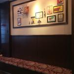 Patisserie Ravi,e relier - 店内の壁