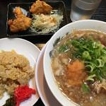 肉太郎 - 肉醤油ラーメン☆★唐揚2,ミニ焼飯セット(^_^)