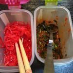 肉太郎 - 紅生姜☆★★☆ニラ クールに店員が別テーブルへ 全ての席に用意すべき ま 潰れるけど