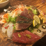 魚とワイン はなたれ - ◆本気のカルパッチョ 1,100円 彩美しく盛られた新鮮なお刺身。こちらのお店の名物の一つ。