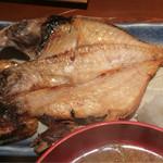 めしの助 - 日替り焼魚(金目鯛の干物)のアップ