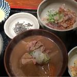 めしの助 - 豚汁定食(イカ納豆)       この日の小鉢は、貝柱入りポテトサラダ
