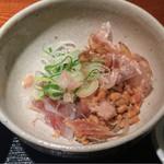 めしの助 - イカ納豆のアップ