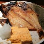 めしの助 - 日替り焼魚(金目鯛の干物)