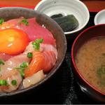 めしの助 - 朝の少し小さめ海鮮丼