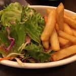 ベルジアン ブラッスリーコート ゲント - ランチセットのサラダとフライドポテト