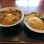 四川園 - 炒飯と台湾ラーメン(¥850)