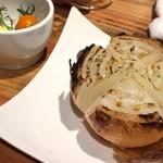 67989759 - 丸ごと玉葱の炭焼き(¥500)