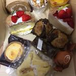 洋菓子工房 ANGE - 料理写真:きな粉餅ロール、イチゴみつたまロール、キャラメルチーズケーキ、マンゴープリン、イチゴタルト、チーズタルト、餡パイ、真夜中のチーズケーキ、フワフワのケーキ、スイートポテト