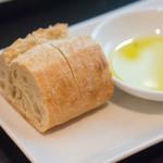 アデニア - おかわりもいただけたもっちもちのパン