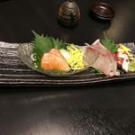 jidoriwashokukoshitsuizakayatorishin - ~魚河岸直送~本日の鮮魚のお造り三種盛り合わせ