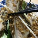 鳥しげ - 【2017.5.24】鶏の酒蒸しには中華ドレッシングがかけられています。
