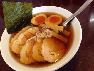 手打らーめん まるち - チャーシュー麺 ¥800 味玉 ¥100