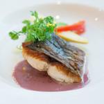 アデニア - メイン魚は真鯛のポワレ 梅肉ソース
