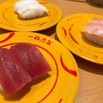 スシロー - 料理写真:マグロ、ビントロ、イカ!
