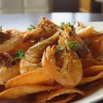 Restaurant & Bar nalu - ケイジャンシュリンプ&チップスアップ