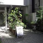ライフ - LIFE(富ヶ谷):ファサード