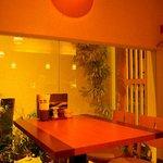 喰多朗 - 1階中庭の見えるテーブル席
