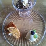 レストラン BIG LOG - チョコレートムース、デザート。バニラアイス、カタラーナ。