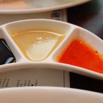 68003491 - 左から 濃口醤油 生姜ダレ チリソース