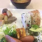 東横INN - 味噌汁とおにぎり